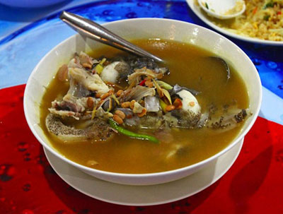 Pak Miang Tom Kati Koong Sot: Kem dừa lót lá nấu tôm tươi